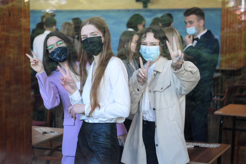 Uczniowie przed egzaminem maturalnym w II Liceum Ogólnokształcącym przy ul. Ks. Jałowego w Rzeszowie /Darek Delmanowicz /PAP