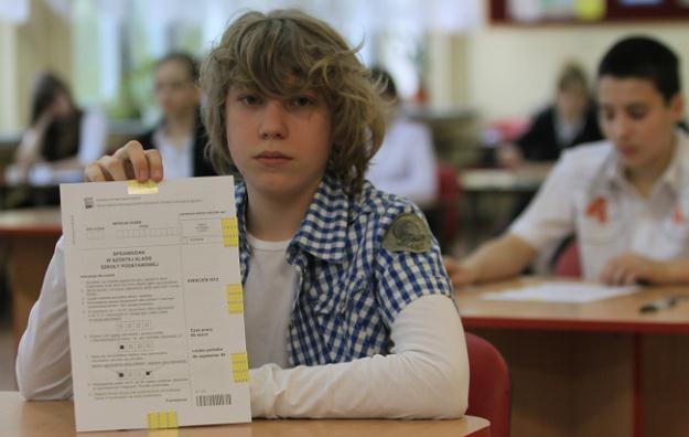 Uczniowie szkoły podstawowej nr 21 w Gorzowie Wielkopolskim piszą test / fot. L. Muszyński /PAP