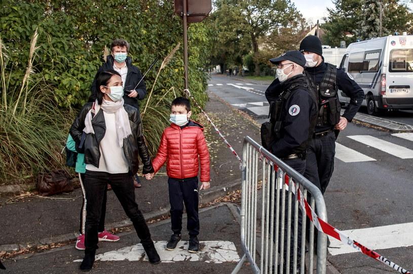 Uczniowie we Francji wracają do szkół po Wszystkich Świętych /CHRISTOPHE PETIT TESSON /PAP/EPA