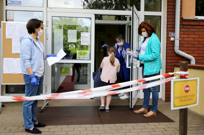 Uczniowie we wrześniu mają wrócić do szkół /Piotr Molecki /East News