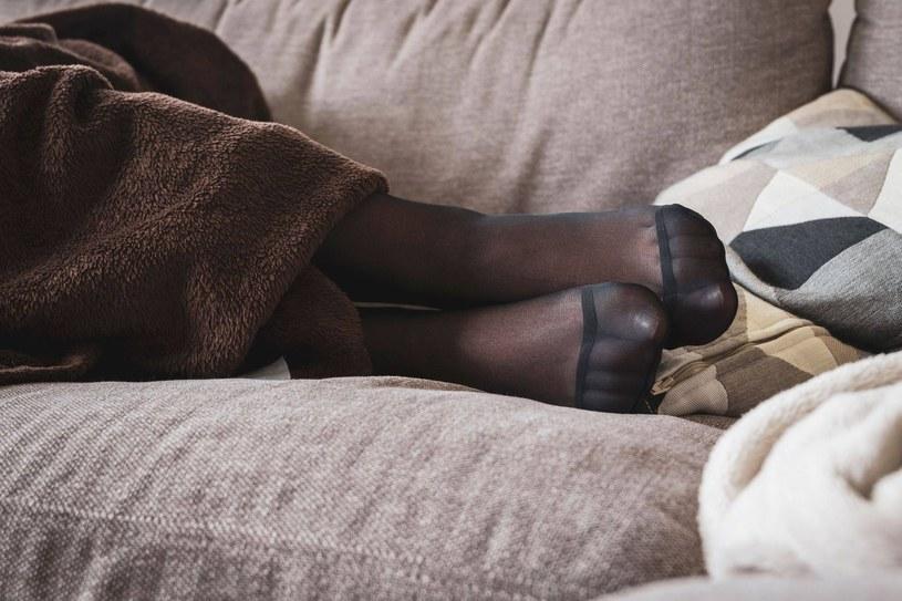 Uczucie zimnych nóg trudno zwalczyć. Problem wzmaga się w okresie jesiennym /123RF/PICSEL
