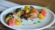 Uda Kurczaka Zagrodowego confit z sałatką z cytrusów i kolorowymi ziemniakami