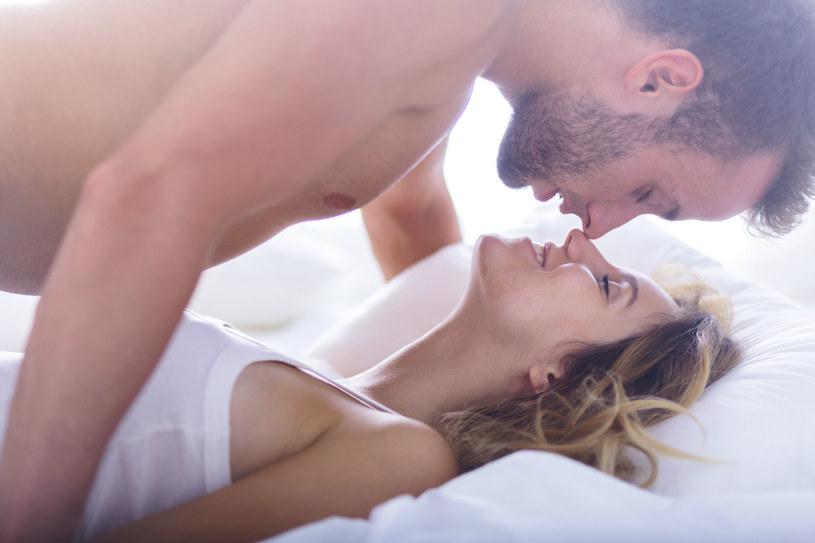 Udany seks to dla wielu podstawa szczęśliwego związku /123RF/PICSEL