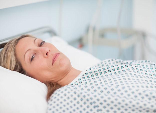 """Udar krwotoczny poprzedza silny, """"piorunujący"""" ból głowy, wymioty i drgawki /123RF/PICSEL"""