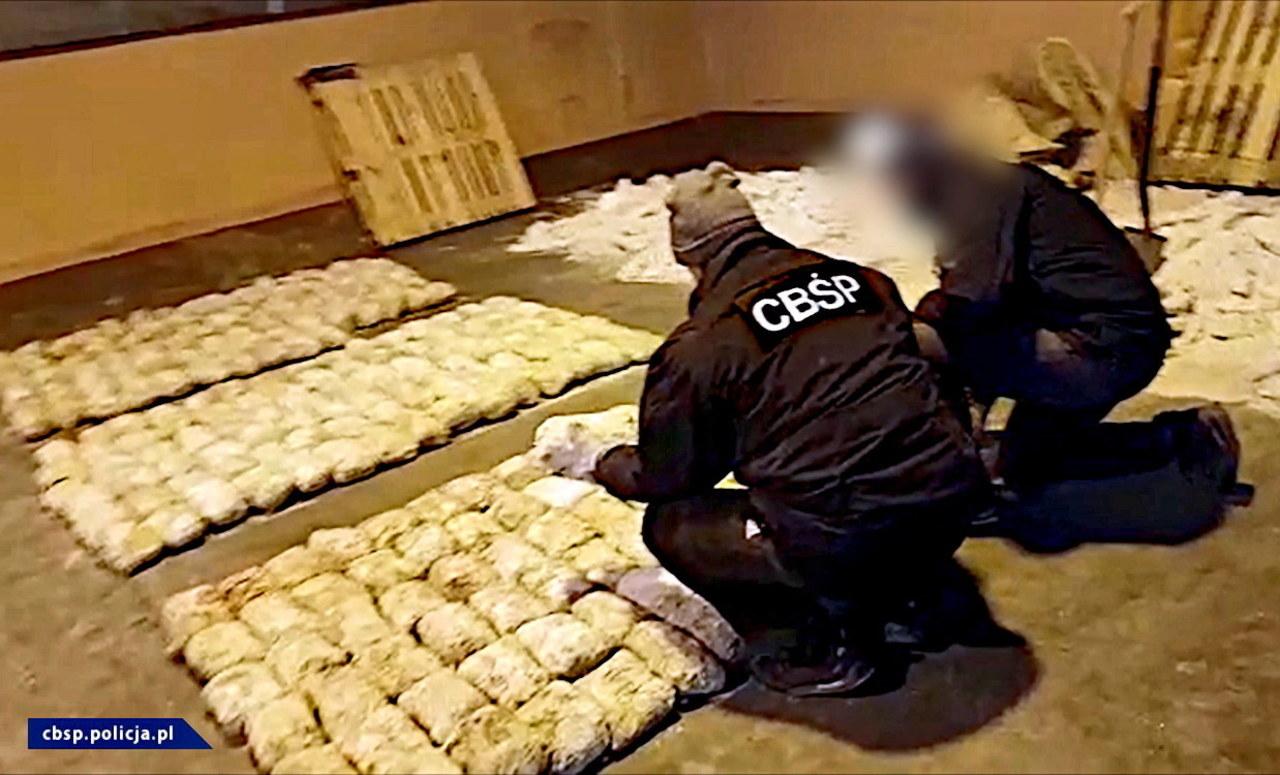 Udaremniono przemyt heroiny wartej 61 mln zł. Polak wśród zatrzymanych