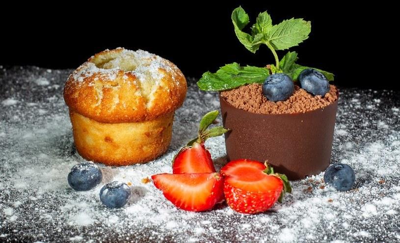 Udekoruj muffinkę owocami /©123RF/PICSEL