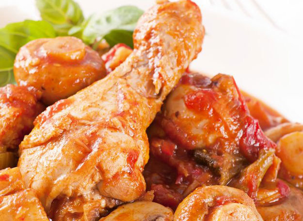 Udka z kurczaka w sosie z podgrzybków /123RF/PICSEL