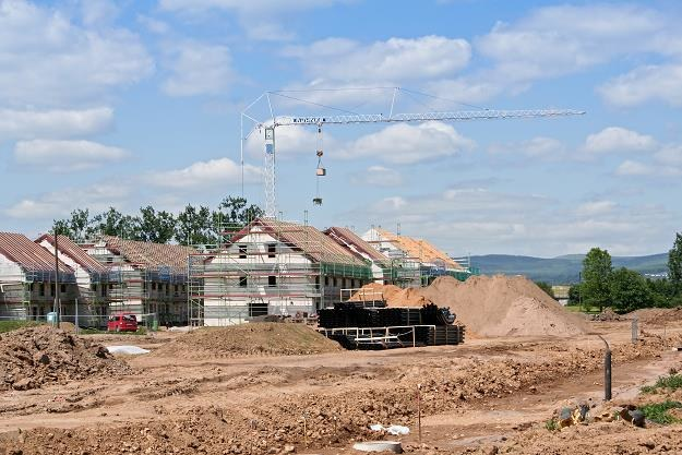 Udział mieszkań oddawanych do użytkowania na terenach wiejskich w ostatnich latach wyraźnie rósł /©123RF/PICSEL
