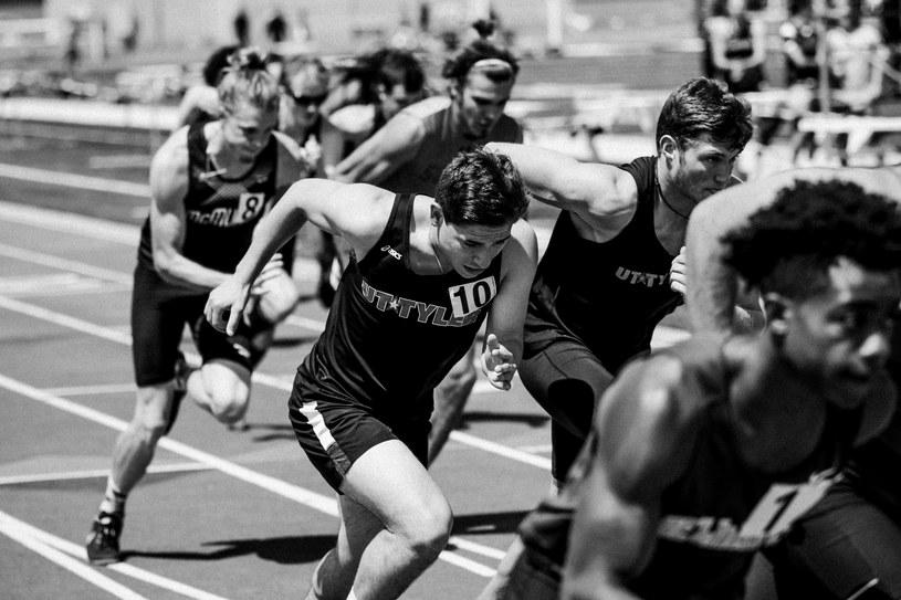 """""""Udział w igrzyskach jest ważniejszy od zwycięstwa"""" -Pierre de Coubertin, twórca nowożytnych zawodów olimpijskich/ Photo by Braden Collum on Unsplash /Informacja prasowa"""