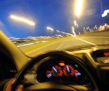 UE postuluje:  Montować ograniczniki  prędkości w autach!