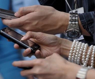 UE standaryzuje ładowarki telefoniczne
