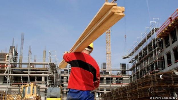 UE wzmacnia prawa pracowników delegowanych /Deutsche Welle