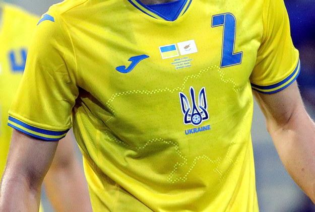 UEFA nakazała zmianę grafiki na koszulkach piłkarzy Ukrainy /SERGEY KOZLOV /PAP/EPA