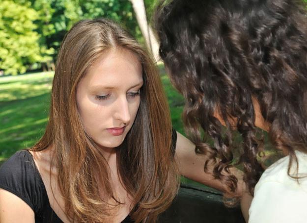 Ufałam przyjaciółce jak siostrze... /123RF/PICSEL