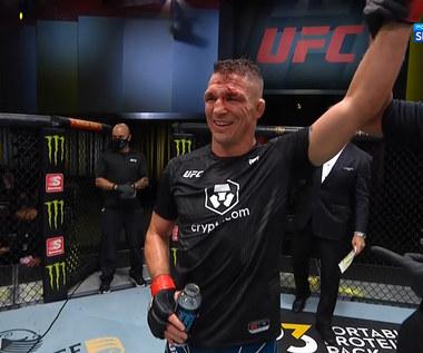 UFC Vegas 32. Darren Elkins pokonał Darricka Minnera przez TKO w II rundzie (POLSAT SPORT). Wideo