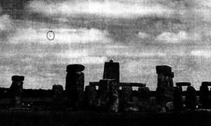 """UFO nad Stonehenge - odtajniono brytyjskie """"Archiwum X"""""""