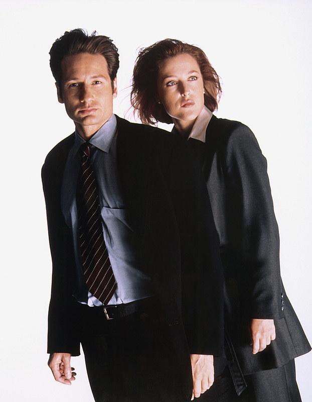 UFO nie miało przed nimi tajemnic. Mulder i Scully rozwiązywali sprawy nie z tego świata. /AKPA