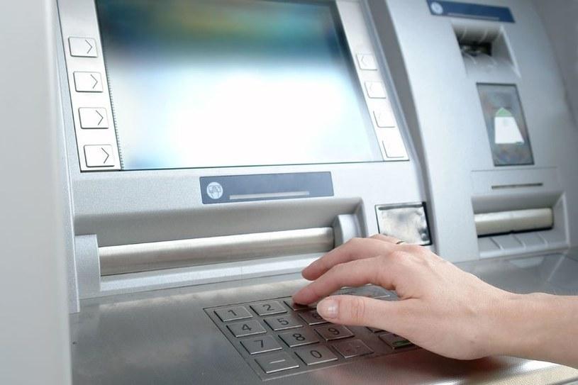 Ugrupowanie Skimer rozpoczyna swoje operacje od uzyskania dostępu do systemu bankomatów /123RF/PICSEL