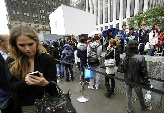 UKE nakłada ograniczenia na sms-y o podwyższonej opłacie /AFP