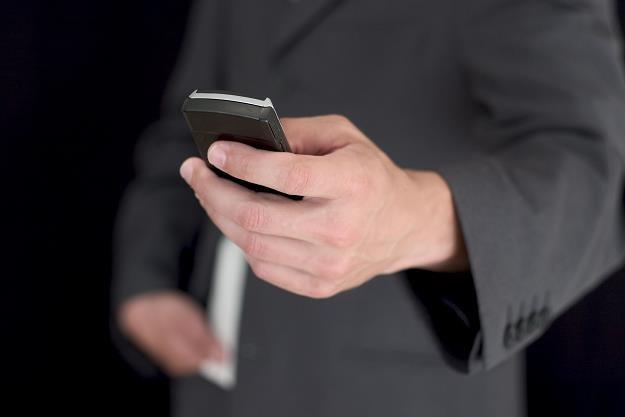 UKE ostrzega przed SMS-ami premium /©123RF/PICSEL