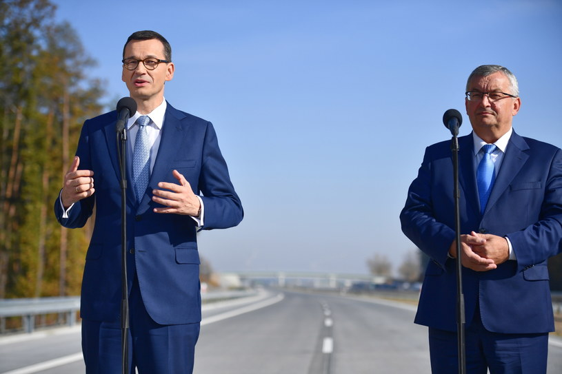 Ukończenie drogi w piątek zapowiedział premier i minister. Drogowcy nie mają więc wyjścia /Jacek Turczyk /PAP