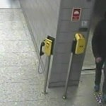 Ukradł ze stacji metra sprzęt do ratowania życia. Szuka go policja