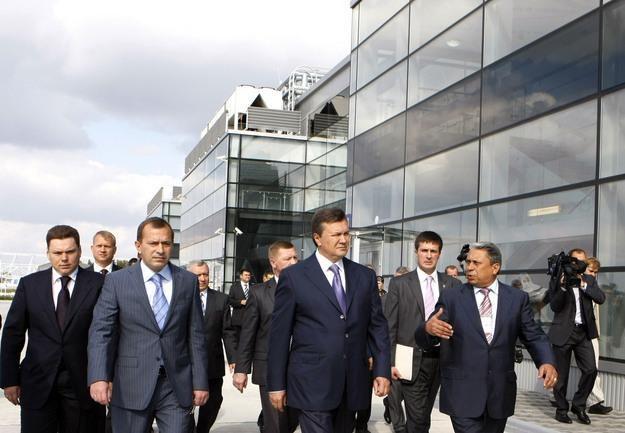 Ukraina się zmienia. Powstają drogi, nowe linie metra i nowoczense terminale na lotniskach /AFP