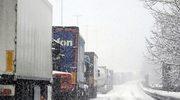 Ukraina: Sto ciężarówek utknęło w śniegu