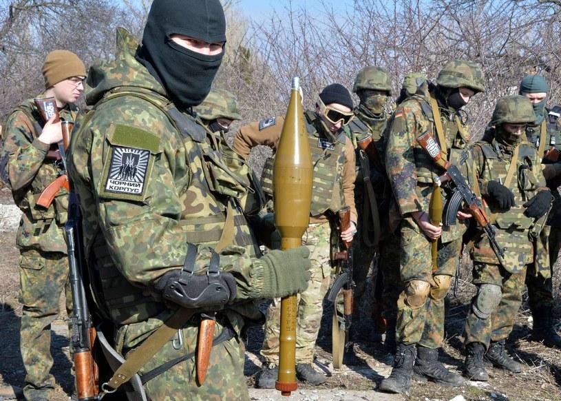 """Ukraińcy z batalionu """"Azov"""" podczas ćwiczeń /AFP"""