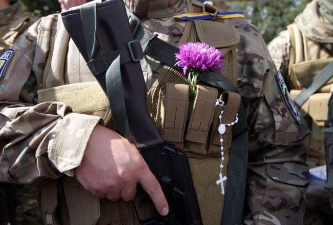 Ukraińscy ochotnicy, którzy wyjeżdżają z Kijowa, by walczyć z separatystami /TATYANA ZENKOVICH  /PAP/EPA
