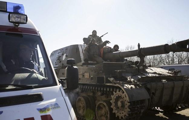 Ukraińscy żołnierze opuszczają Debalcewe /ANASTASIA VLASOVA /PAP/EPA