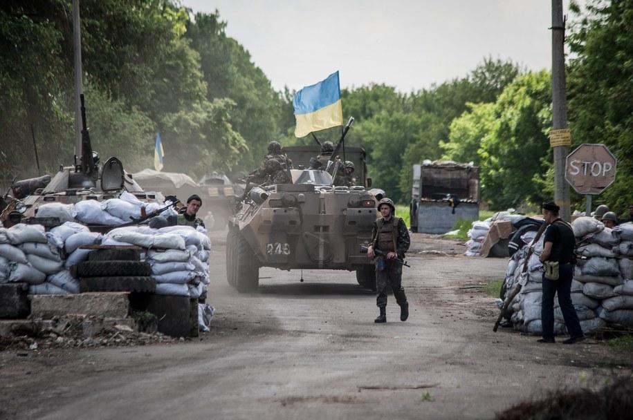 Ukraińscy żołnierze w pobliżu słowiańska /ROMAN PILIPEY /PAP/EPA
