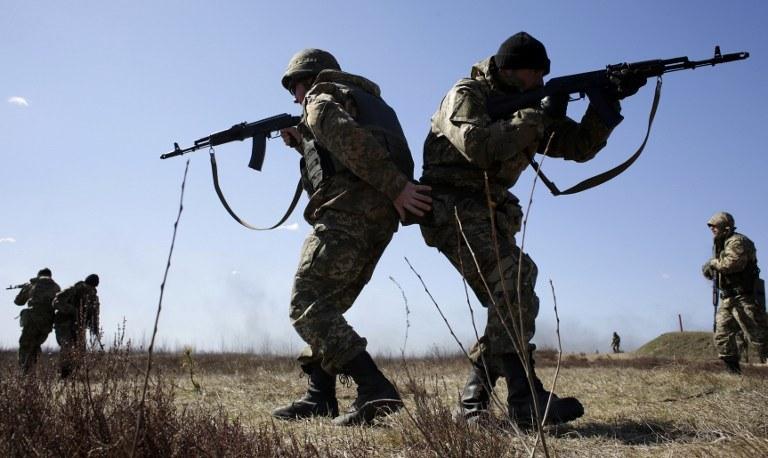 Ukraińscy żołnierze w trakcie ćwiczeń /ANATOLII STEPANOV /AFP
