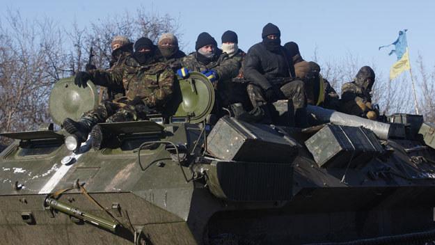 Ukraińscy żołnierze wycofują się z Debalcewe fot. Anatolii Stepanov /AFP