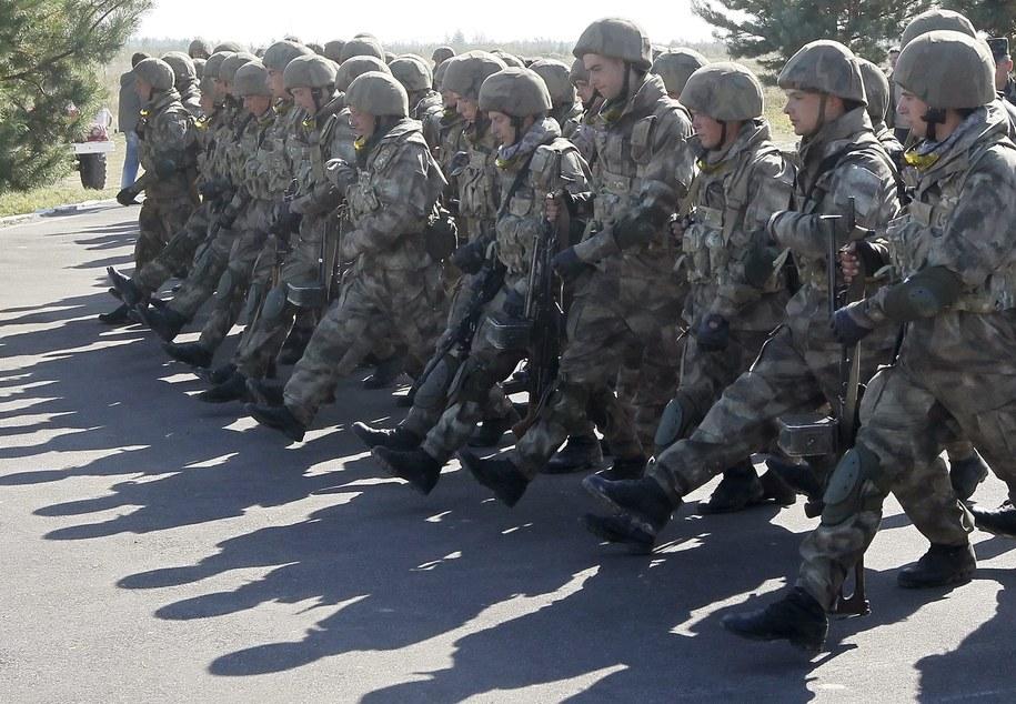 Ukraińscy żołnierze (zdj. ilustracyjne) /SERGEY DOLZHENKO /PAP/EPA