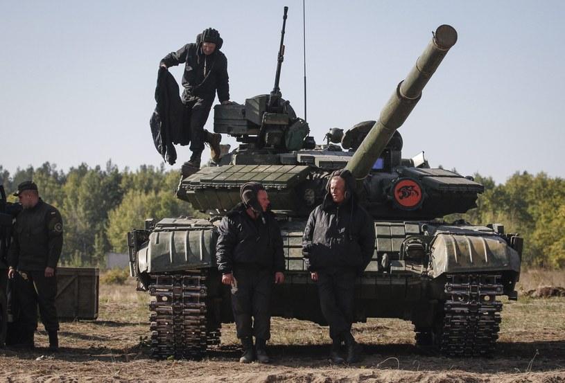 Ukraińska armia rozpoczęła wycofywanie uzbrojenia /PAP/EPA