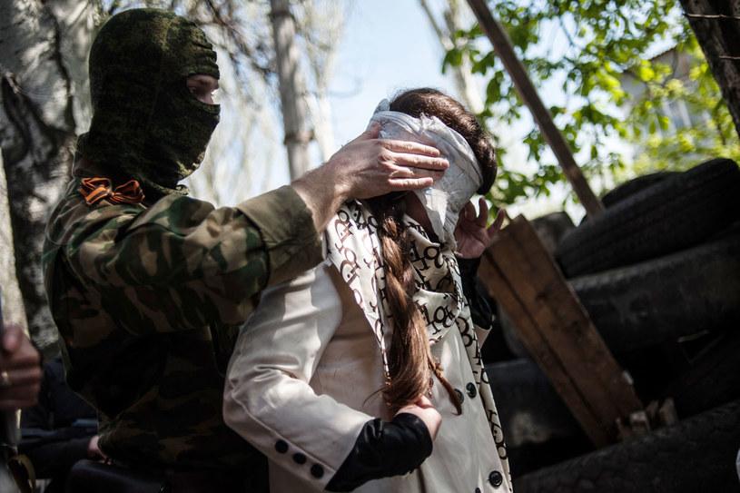 Ukraińska dziennikarka Irma Krat została porwana i była przetrzymywana przez separatystów 77 dni. Grozili, że pogrzebią ją żywcem /AFP