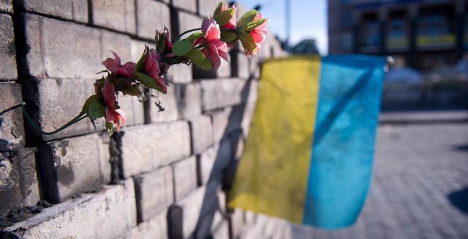 Ukraińska flaga na kijowskim Majdanie / DANIEL NAUPOLD/DPA  /PAP