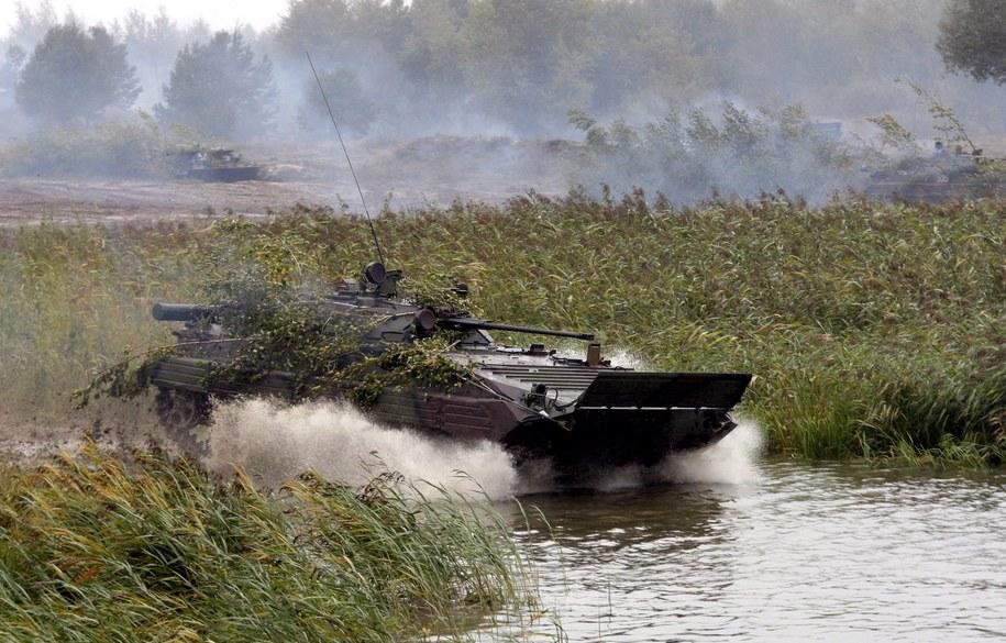 Ukraiński czołg podczas ćwiczeń w okolicach Równego na zachodzie Ukrainy (zdjęcie archiwalne). /SERGEY DOLZHENKO /PAP/EPA