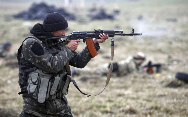 Ukraiński ochotnik w Donbasie /ANATOLII STEPANOV /AFP
