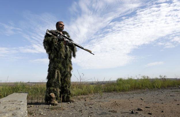 Ukraiński snajper w okręgu ługańskim /ANATOLII STEPANOV /AFP