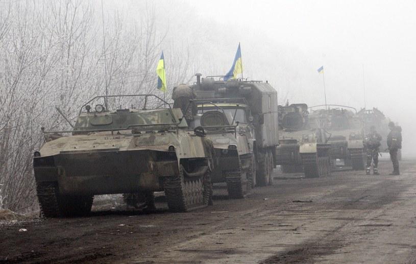 Ukraińskie pojazdy wojskowe zaparkowane na drodze do Debalcewa /AFP