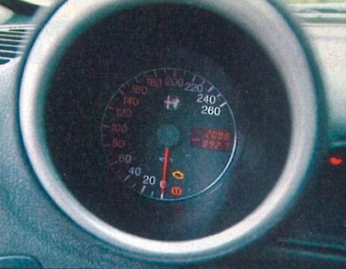 """Ukryte """"zegary"""" mają ważną zaletę: pasażer nie widzi, że jedziemy zdecydowanie za szybko. /Motor"""