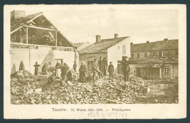 Ul. Widok w Tarnowie zniszczona w czasie rosyjskich ataków na początku I wojny światowej /Biblioteka Narodowa