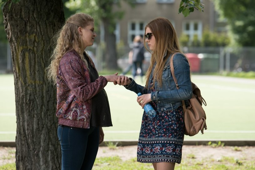 - Ula kocha siostrzaną miłością Natalię i wie, ile trudności musiała ostatnio pokonać i przez co przeszła, ale uczucia rządzą się swoimi prawami - mówi aktorka /Agencja W. Impact