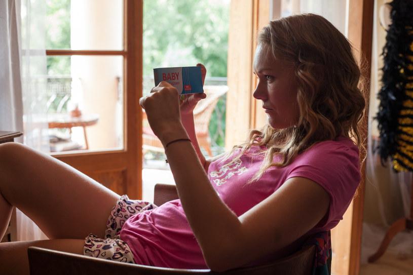Ula też ma wiadomośc dla przyjaciółki: jest w ciąży! /Mikołaj Tym / Aktiv Media /materiały prasowe