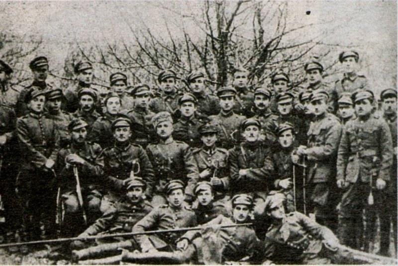 Ułani Pułku Tatarskiego wyróżniali się na polu walki czerwonymi spodniami /domena publiczna