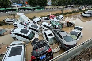 """""""Ulewa tysiąclecia"""" w Chinach. Ewakuacja ponad 200 tys. ludzi"""