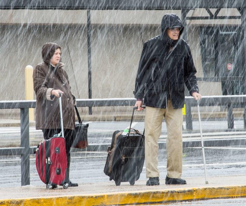 Ulewne deszcze przechodzą w opady śniegu /AFP