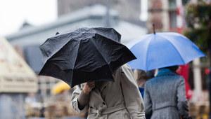 Ulewne deszcze: Przekroczone stany ostrzegawcze na rzekach